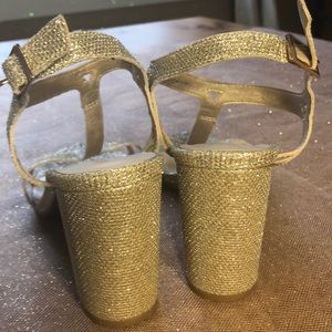 Perfect wedding shoes! Silver/Champaign mix